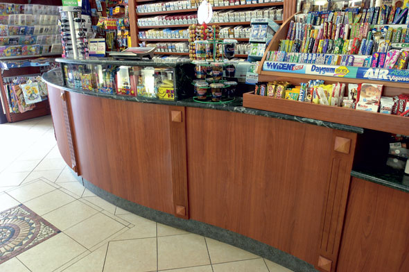 Multiarredo sas arredamento attrezzature e design negozi for Arredamento bar tabacchi usato